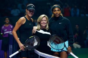Vor dem Match: Ana Ivanovic (li.) mit WTA-Chefin Stacey Allaster und Serena Williams.