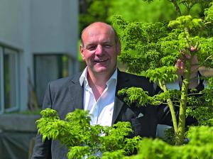 cheF des Hauses: Andreas Holzmeister heißt die Gäste im Riederhof willkommen.
