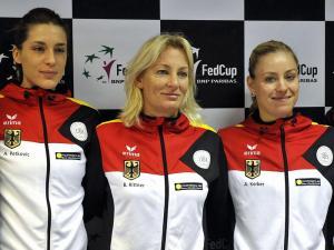 Für Teamchefin Rittner und die beiden deutschen Mädels Petkovic (l.) und Kerber (r.) geht es nun gegen Russland