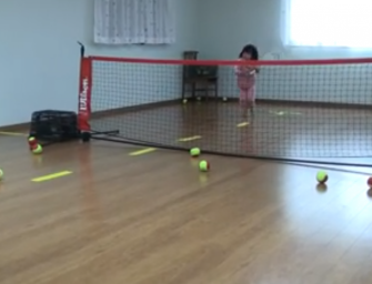 VIDEO: Serve & Volley im Kinderzimmer