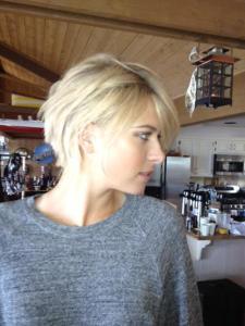 ALLES NUR FAKE: Maria Sharapova postete bei Facebook  ein Foto mit Kurzhaarfrisur.