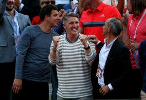 Jubelte schon beim Sieg in der zweiten Runde seiner Ana zu: Fußball-Weltmeister Bastian Schweinsteiger