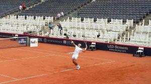 Körperspannung: Nadal beim Aufschlagtraining auf dem Centre Court am Rothenbaum.