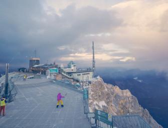 """Der """"White Club"""" auf der Zugspitze: ganz hohes Tennis"""