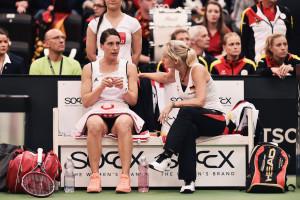 Fed Cup-Teamchefin Barabara Rittner (r.) im Gespräch mit Andrea Petkovic