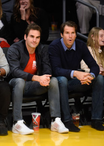 Tommy Haas und Roger Federer beim Basketball in Los Angeles.
