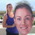 Angie Kerber hält ein Plakat ihres eigenen Kopfes hoch.