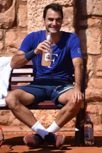 MONTE-CARLO, MONACO - APRIL 10:  Roger Federer of Switzerland takes a break in a practice session during day One of the ATP Monte Carlo Masters, at the Monte-Carlo Country Club on April 10, 2016 in Monte-Carlo, Monaco.  (Photo by Valerio Pennicino/Getty Images)
