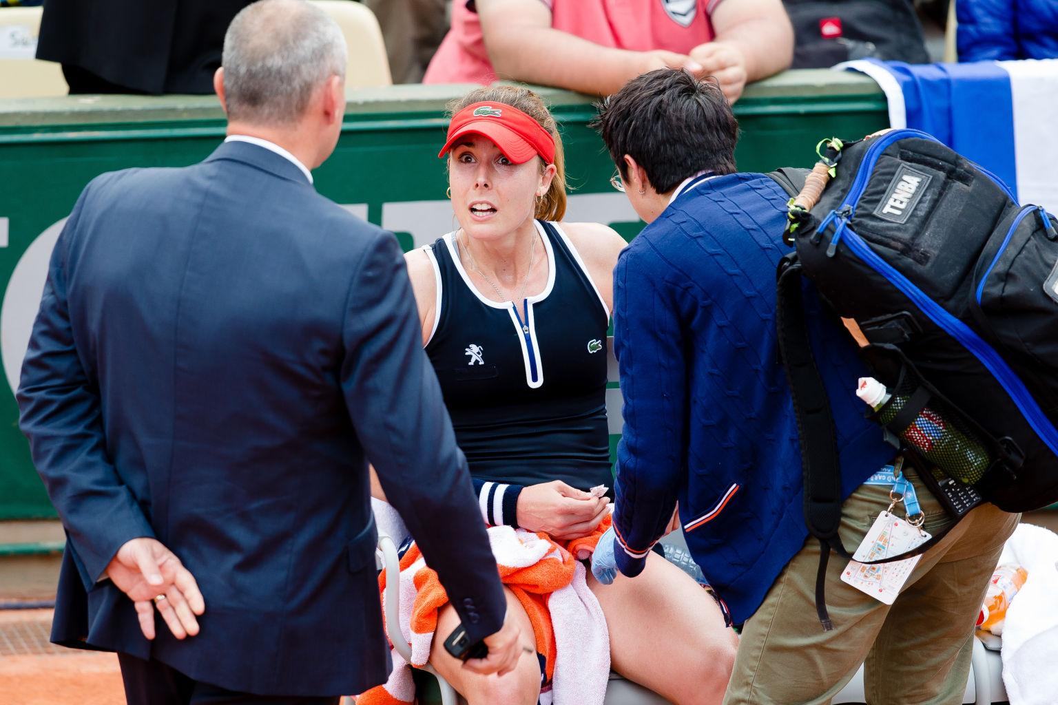 Am Oberschenkel verletzt bezwang Alize Cornet in einem dramatischen Match Tatjana Maria aus Bad Saulgau bei den French Open 2016 in Paris / 2016 / Frankreich / Sandplatz / Grand Slam / Paris / Roland Garros / SPO / Tennis / Bois de Boulogne /