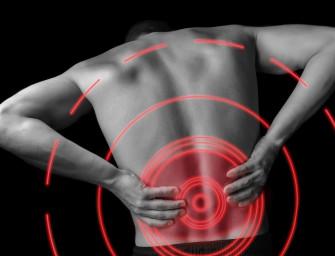 Rückenschmerzen beim Tennis: Kampf mit dem Kreuz