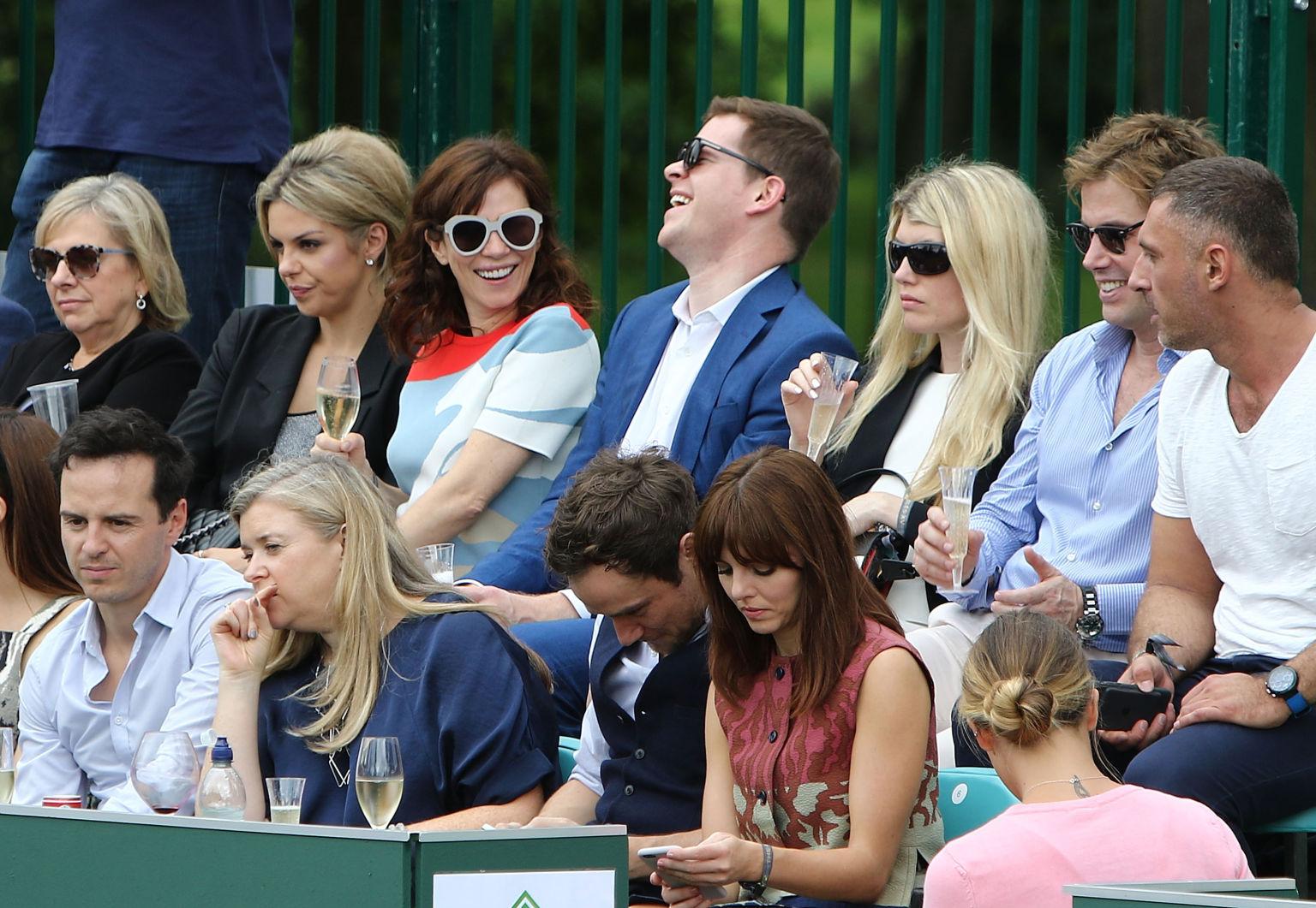 Andrew Scott, Anna Friel, Meredith Ostrom und Ophelia Lovibond am Centre Court des Stoke Parks.