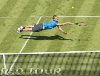 Spektakulärer Volley: Mayer fliegt ins Halbfinale von Halle