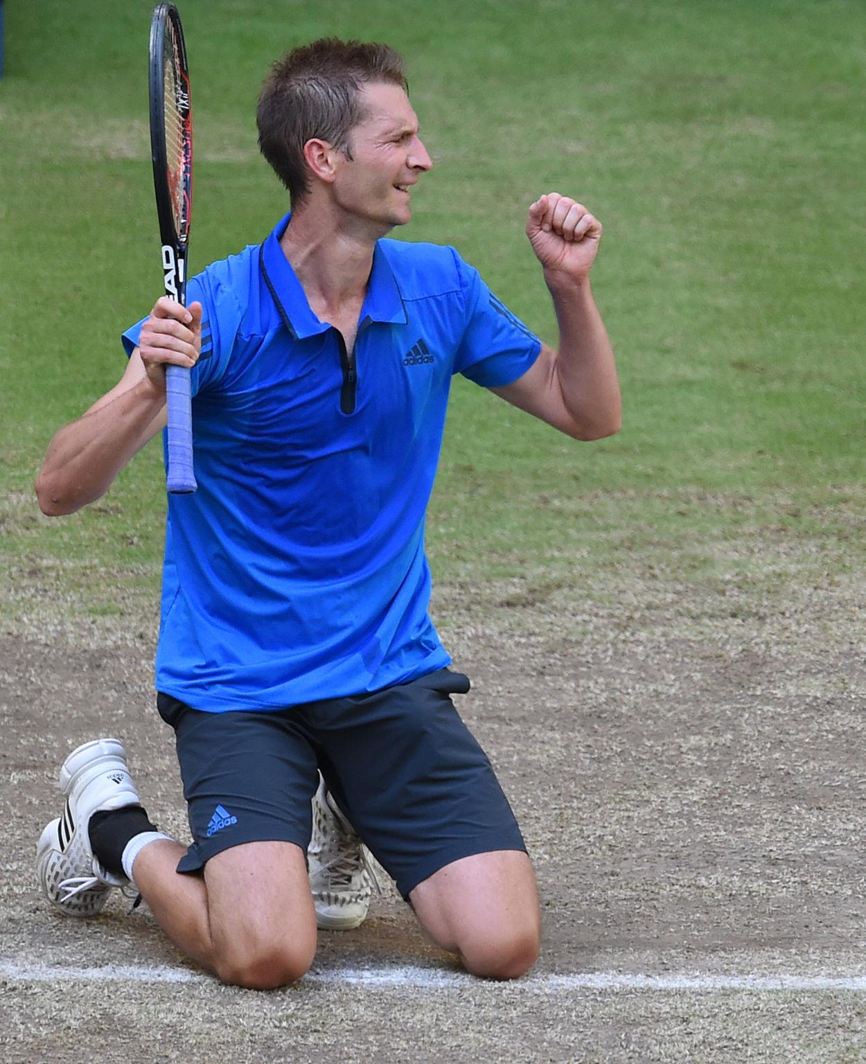 Florian Mayer nach dem Finalerfolg gegen Alexander Zverev in Halle.