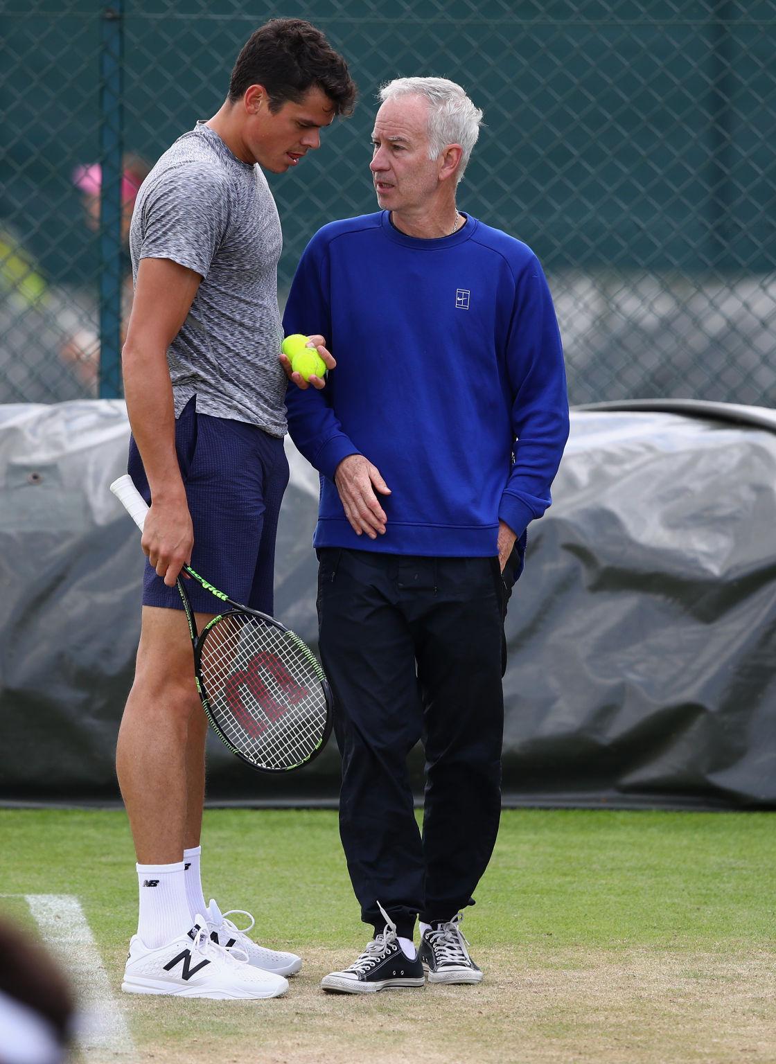 John McEnroe betreut Milos Raonic während der Rasensaison.