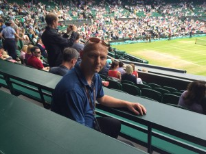 tennis MAGAZIN-Reporter Andrej Antic kurz vor dem Beginn des Finales Kerber vs. Williams auf dem Center Court in Wimbledon