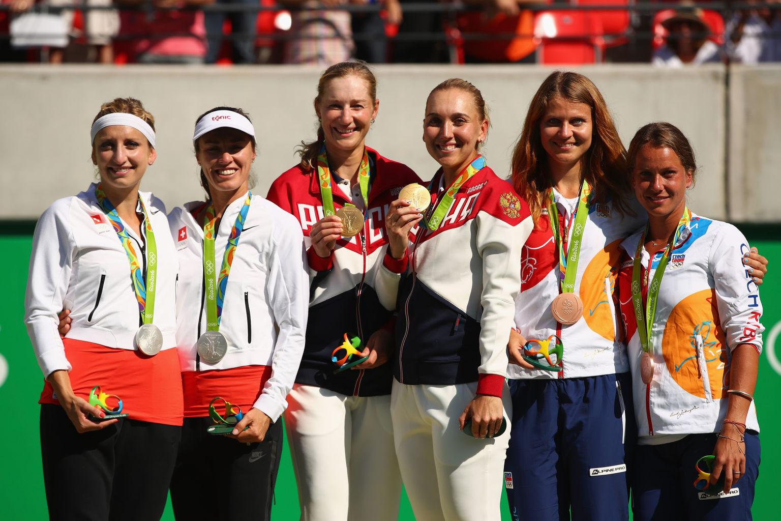 Die Medaillengewinner im Damen-Doppel in Rio: Bacsinszky/Hingis/ (Silber), Makarova/Vesnina, Safarova/Strycova (Bronze)  (v.l.).