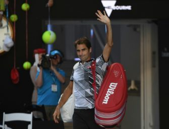 Melbourne: Federer wehrt Satzbälle ab und erreicht dritte Runde