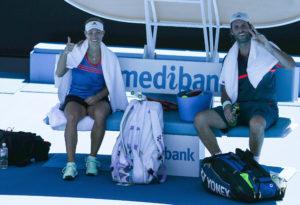 Fragen und Antworten zu den Australian Open: Trotz durchwachsenem Saisonstart gut gelaunt: Angelique Kerber und Torben Beltz in Melbourne.