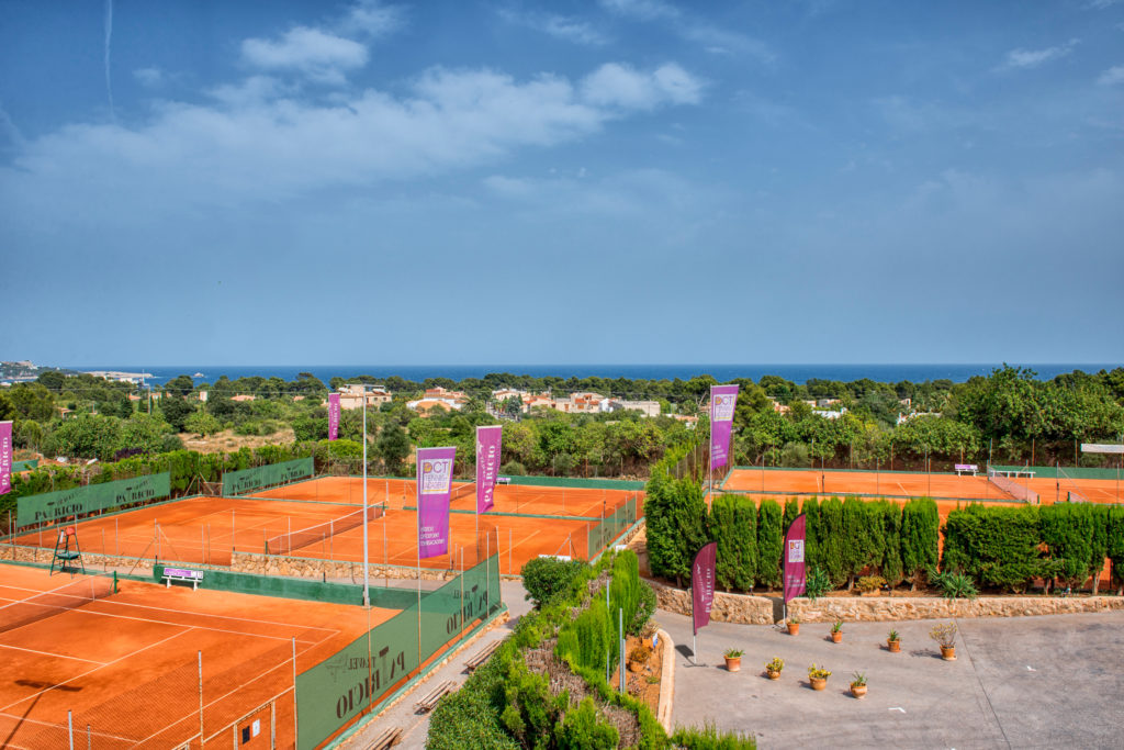 patricio_tenniscamp_son_besso_mit_12_sandpla%cc%88tzen_auf_mallorca