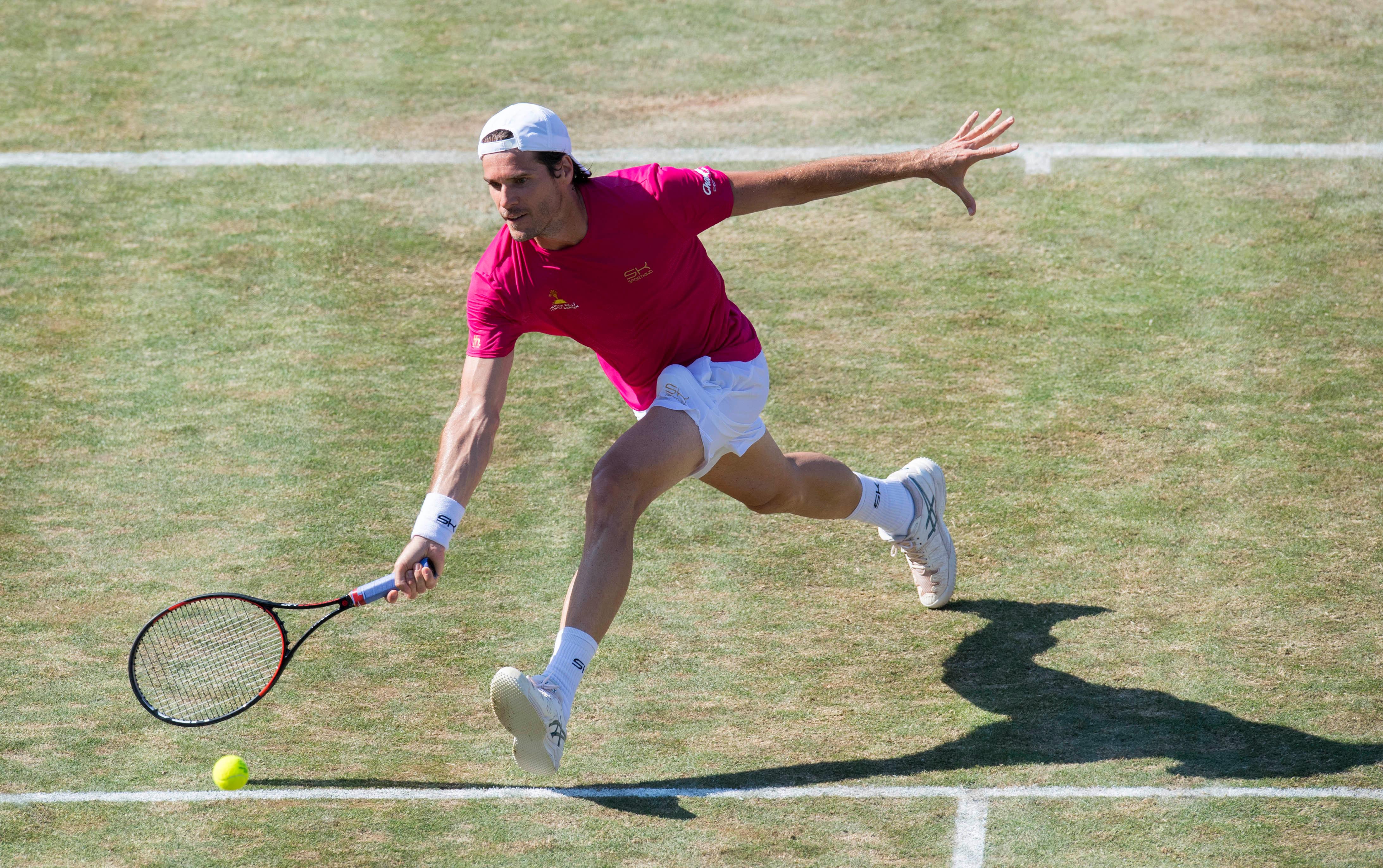Tommy Haas gibt auf seiner Abschiedstournee alles. In Stuttgart gewann der 39-Jährige gegen Roger Federer.