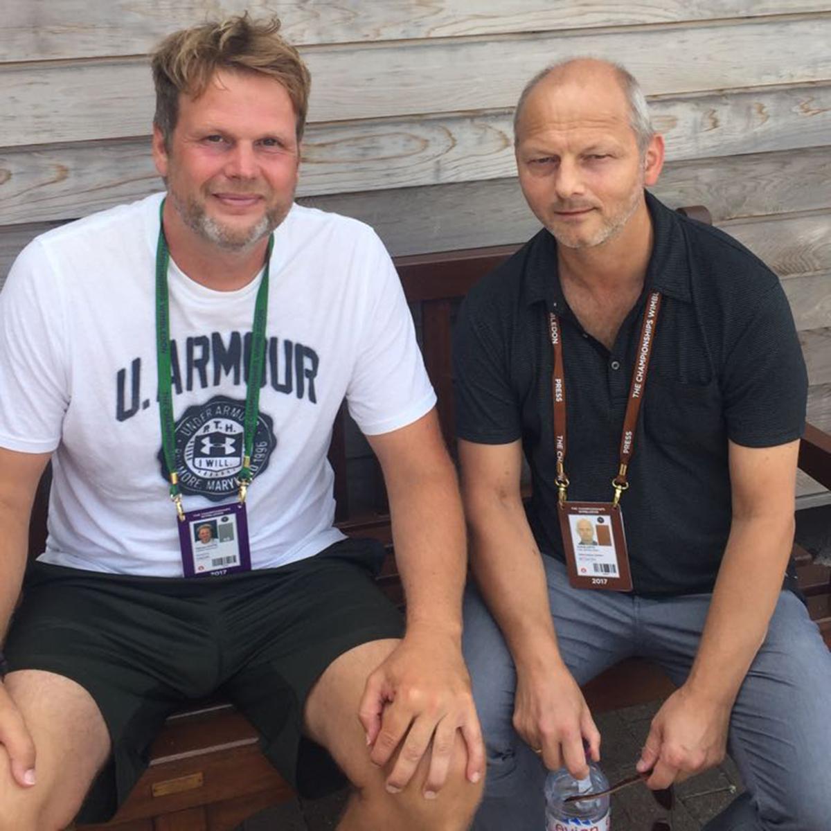 tm-Chefredakteur Andrej Antic (re.) unterhielt sich mit Brown-Coach