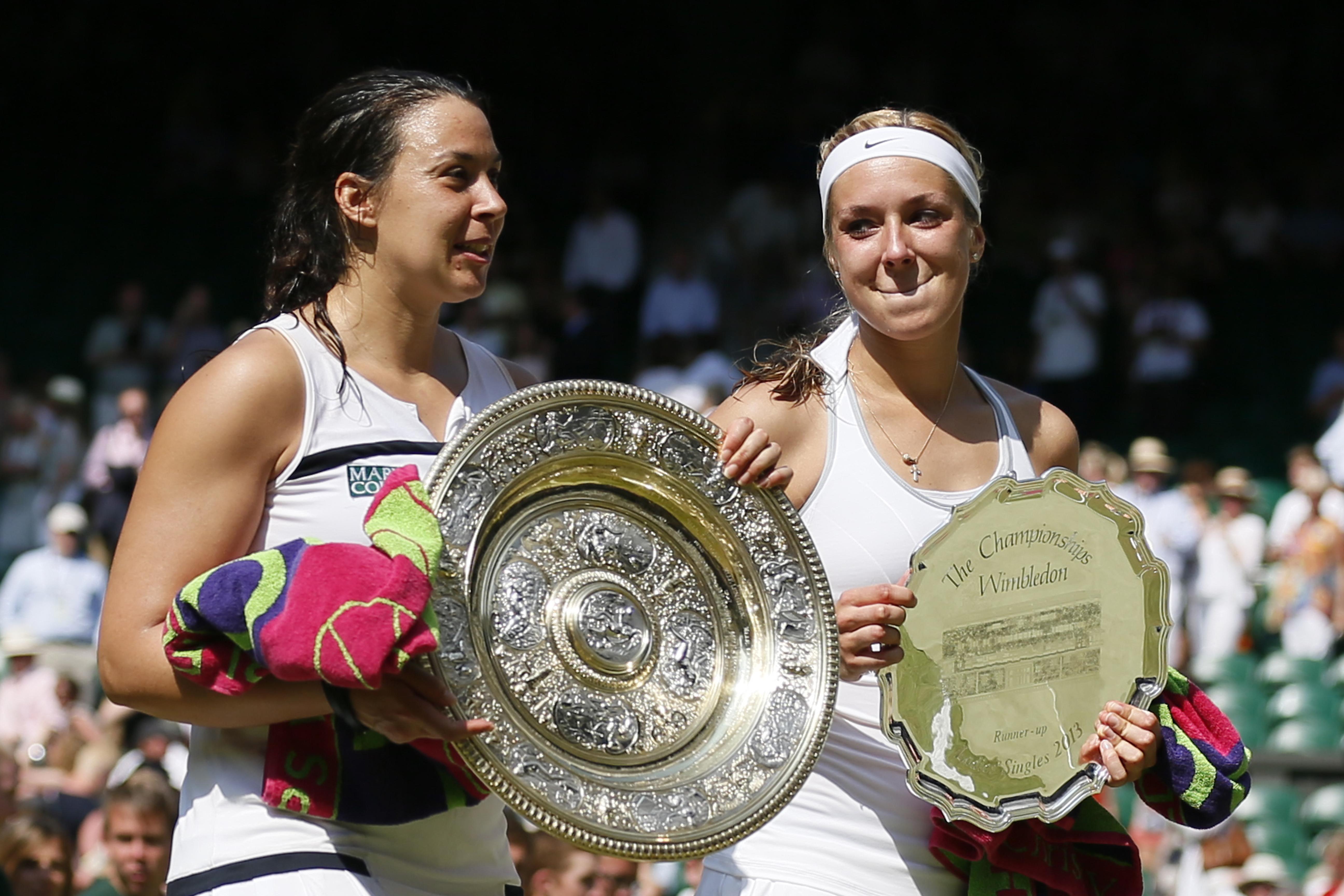 Sabine Lisicki (re.) stand 2013 im Finale von Wimbledon gegen die Französin marion Bartoli. Die Enttäuschung über die Finalniederlage konnte sie nicht verbergen.