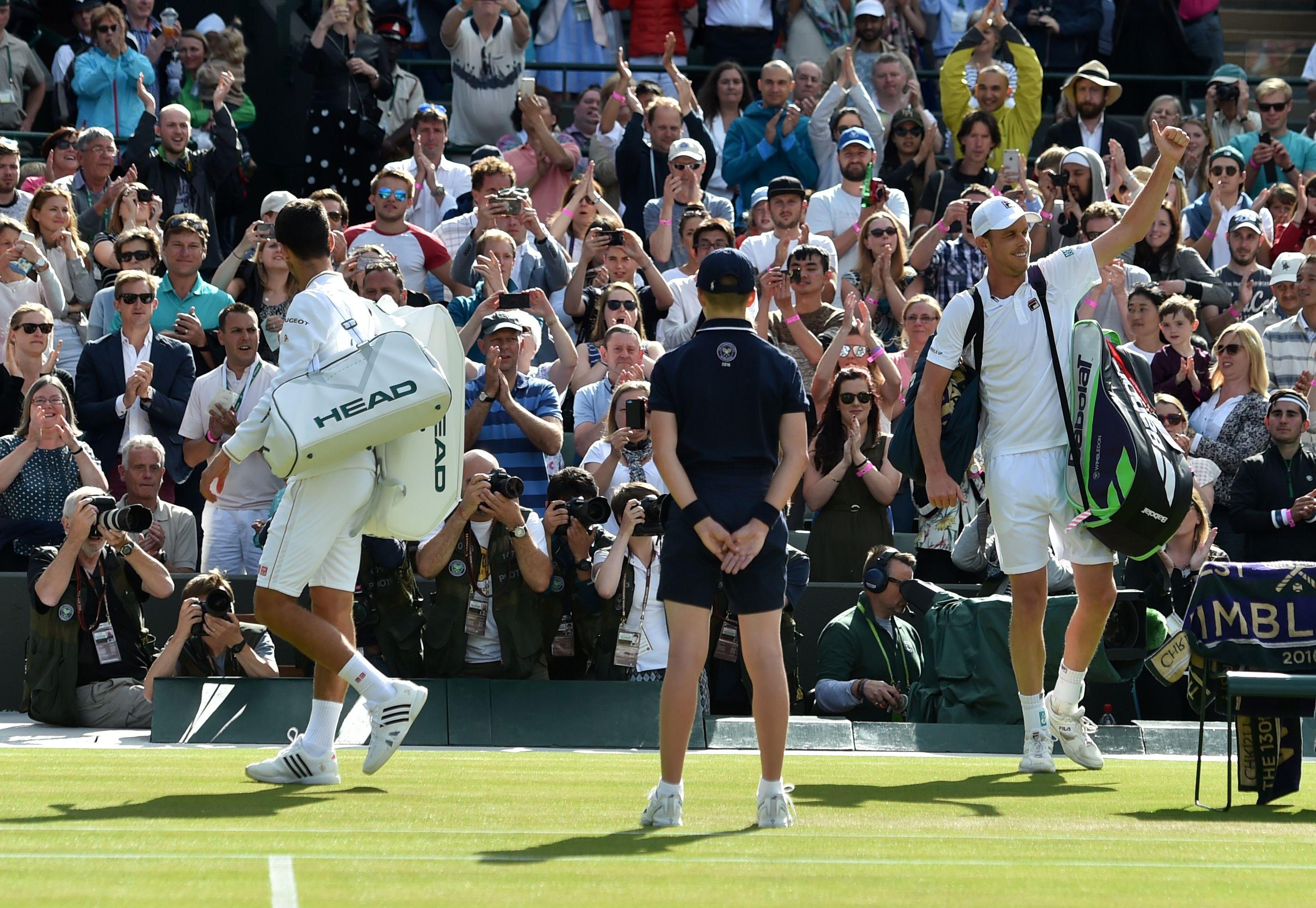 Des einen Freud, des anderen Leid: 2016 gewann Sam Querrey (re.) in der dritten Runde völlig überraschend gegen Novak Djokovic (li.).