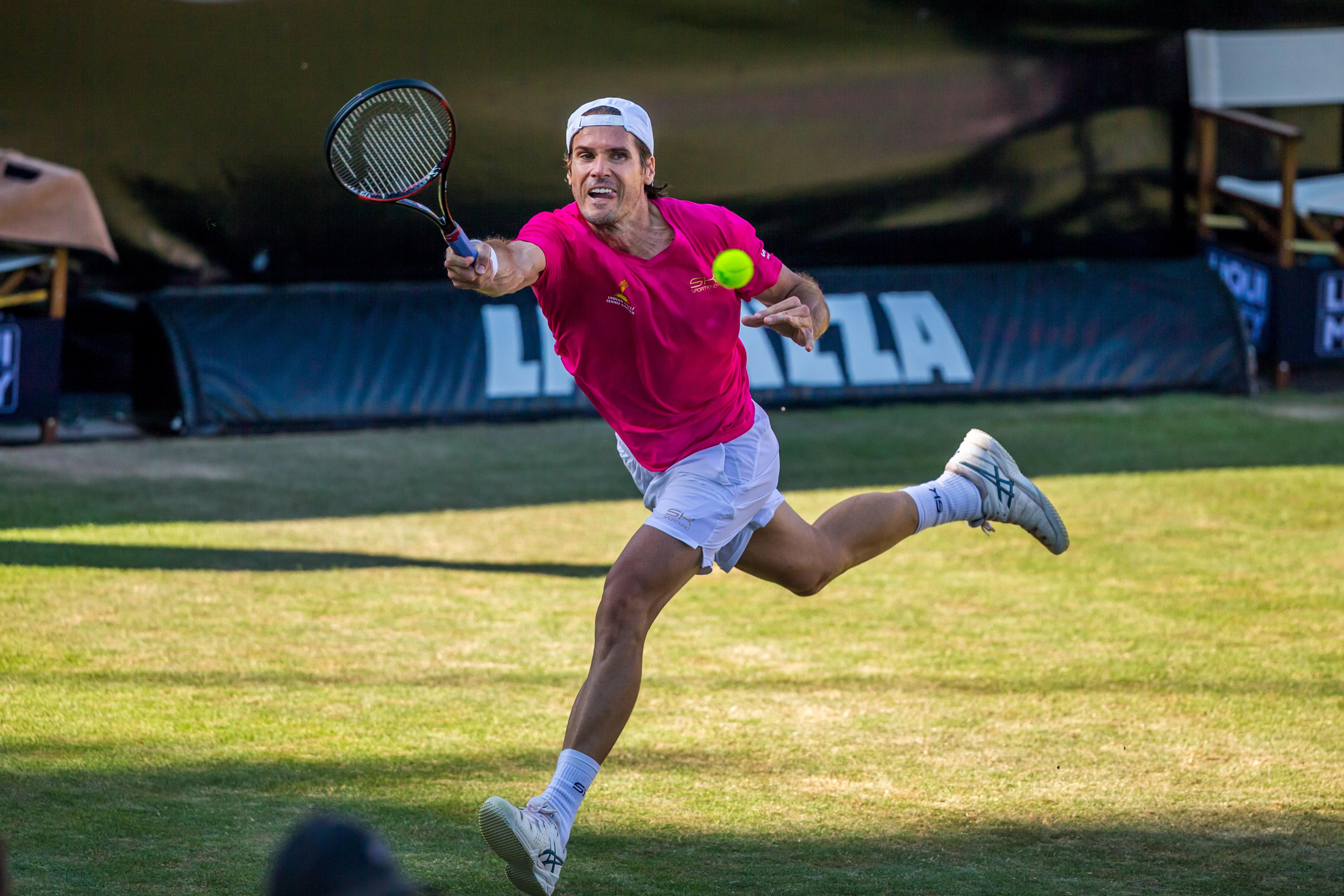 Tommy Haas nimmt Abschied von Wimbledon. In Stuttgart bewies er mit einem Sieg gegn Roger Federer bereits, dass er sich noch einiges vorgenommen hat.