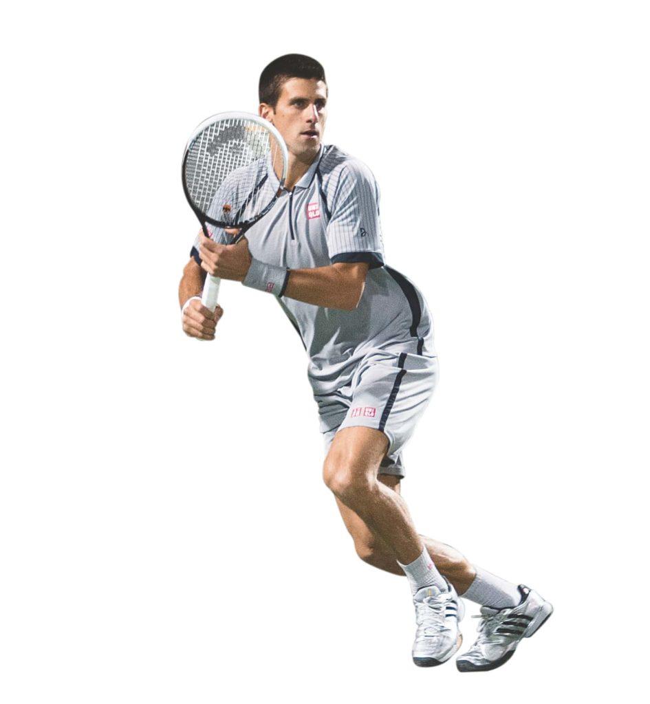 Novak Djokovic geht mit kleinen Schritten zum Ball