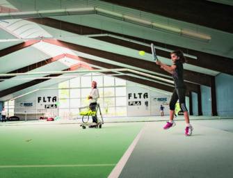 Gewinnt eine Woche an der First Line Tennis Academy