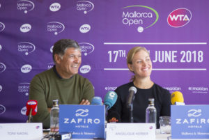 Angelique Kerber und Turnierdirektor Tony Nadal. Credit: Mallorca Open/Gaby Bianco