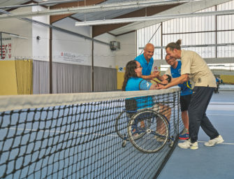 Inklusion in Obervellmar: Rollstuhlfahrer und Fußgänger in einem Team