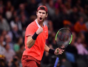 Überraschung in Paris: Russe Khachanov schlägt Djokovic