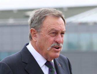Mit Schnauzbart zum Profi: Australische Tennis-Ikone Newcombe wird 75