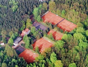 """Saisoneröffnung in Rostock: """"Wir sind froh, wieder Tennis spielen zu dürfen"""""""